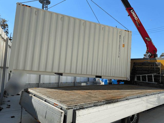 神奈川県横浜市20フィートハイキューブ シャッター取り付け改造